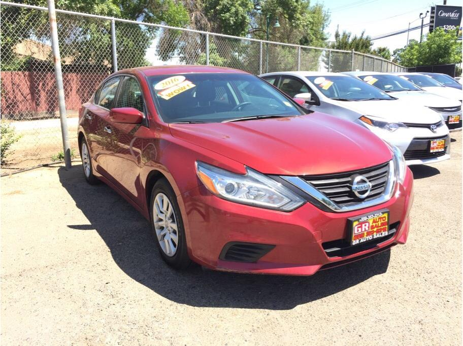 2016 Nissan Altima from GR Auto Sales